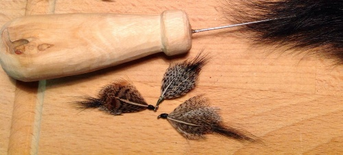 This magic pattern mimics water beetles, dragon fly larvae or small fish. Have a go at tying your own and let me know when you succeed!