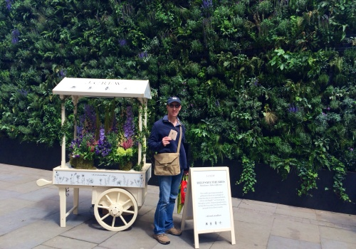respect to J. Crew for taking the initiative and building walls of flowering plants on their Sloane Square outlet... If you are in London, go and get some of their seeds and plant them this summer...